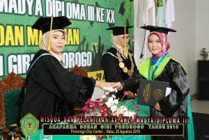 Wisuda Akafarma Ponorogo Sunan Giri