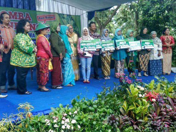 AKAFARMA Juara Harapan Lomba Jamu Gendong Tingkat Propinsi