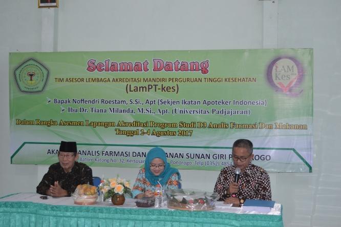Visitasi Akreditasi Program Studi AKAFARMA Sunan Giri oleh Asesor LAMPTKes