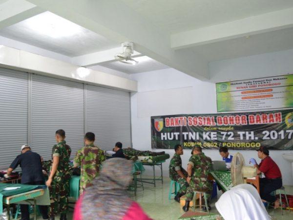 Donor Darah AKAFARMA Sunan Giri Bersama Kodim 0802 Ponorogo
